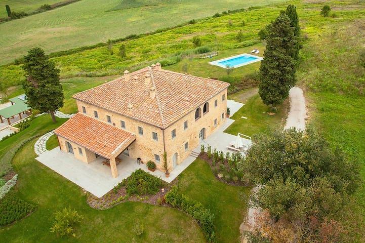 Relax e comfort  - Castelfalfi - House