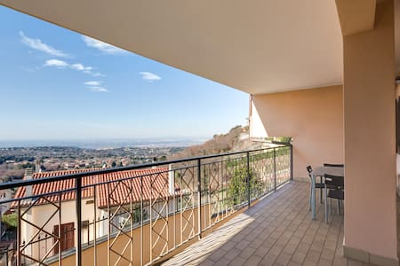 Charming terrace house,view of Rome - Rocca di Papa - House