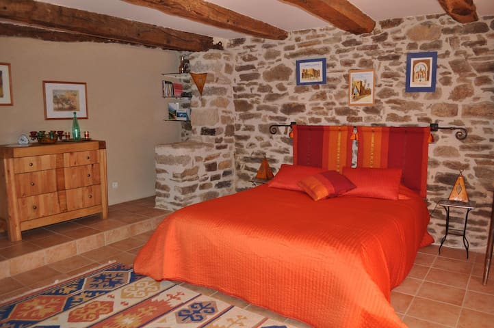 Charming bedroom, Southwest France - Bor-et-Bar - Casa