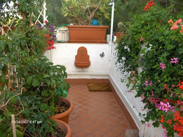 5 minutes walking from the beach - Baia Domizia - Appartement