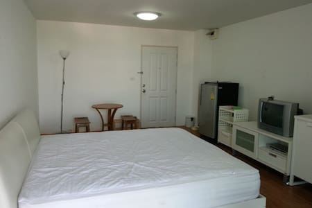 A studio room in great location  - Si Racha - Apartment
