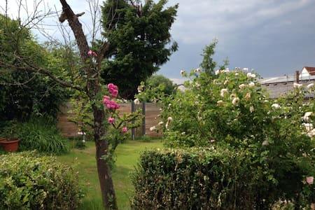Ferienwohnung in idyllischem Garten - Keltern-Ellmendingen - Flat