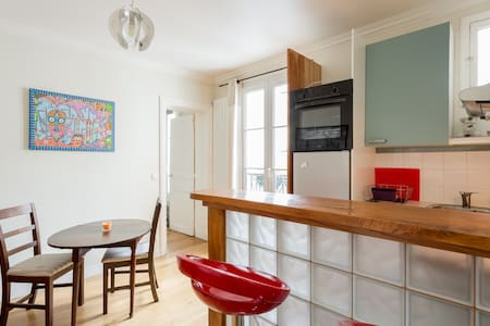 Arty and cosy flat well located - Paris