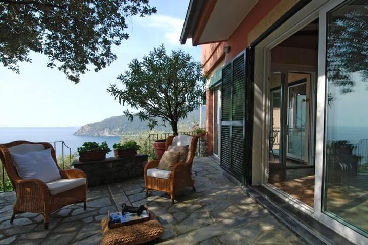 Cosy sea-view house in Liguria