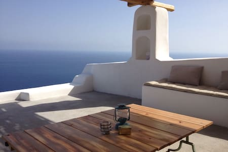 Alicudi, between sky and sea. - Isola Alicudi - House