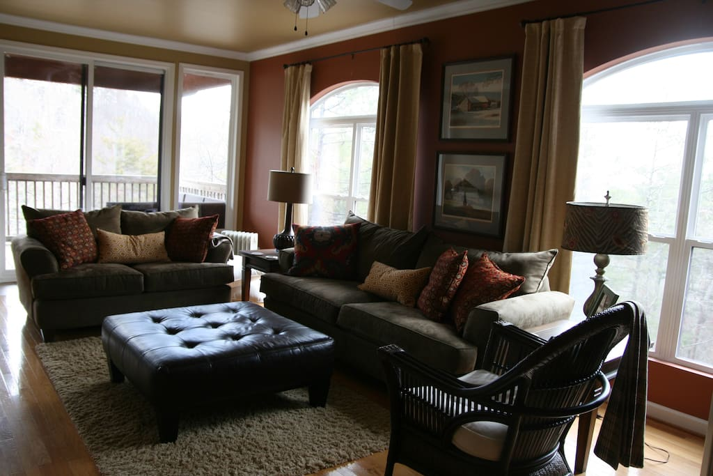 The living room is spacious and comfortable for a crowd of any size. Dish Network with over 200 channels is provided, free wifi is also provided