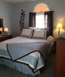 Private Upstairs Suite Retreat - Clemmons