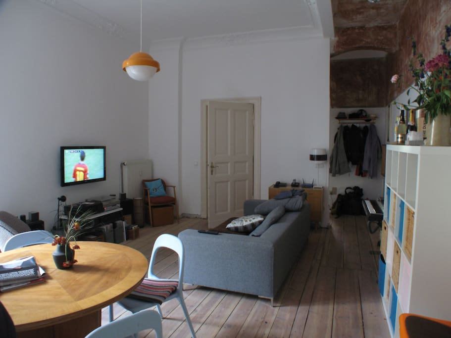 spacious living room. 3,5m ceiling. Cozy couch with TV and sound system.