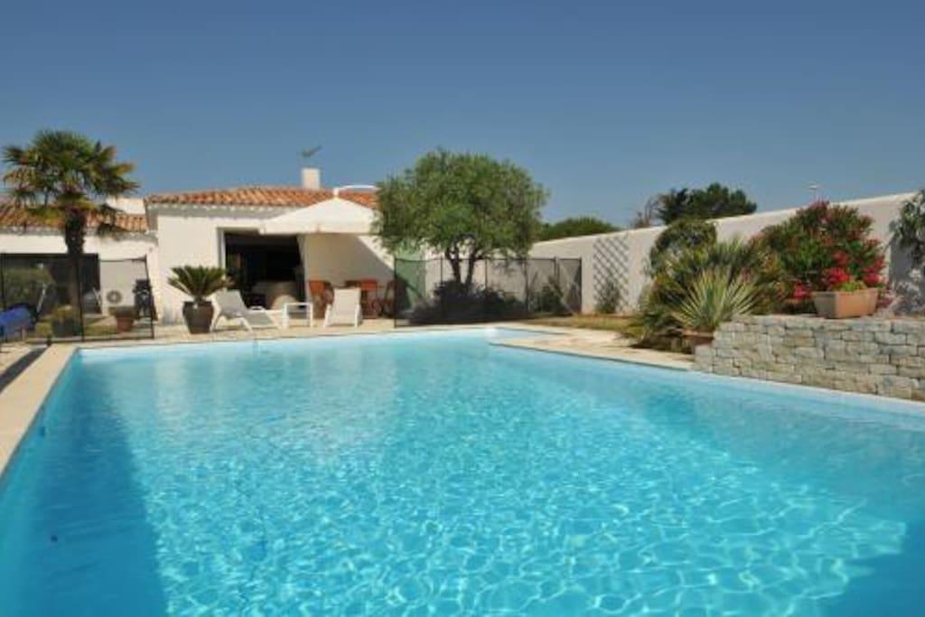 Villa avec piscine ile de re villas for rent in sainte for Villa piscine france