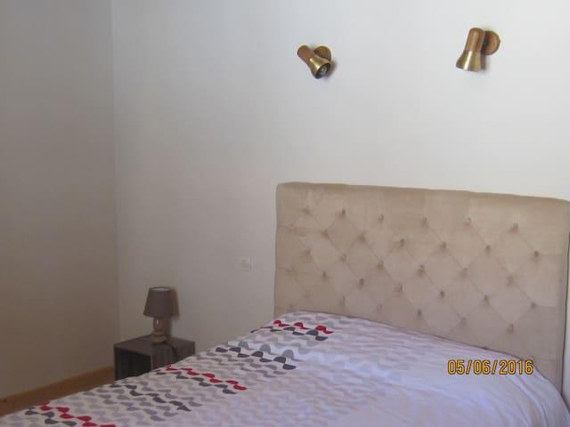 VINGRAU...  village  des corbieres  pres de la mer - Vingrau - Apartment