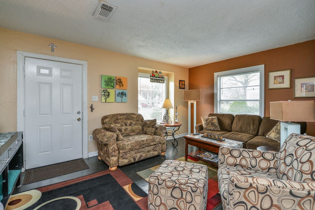 Central Air and Heat keep this living area comfortable no matter what time of the day.
