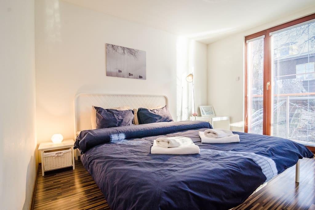 Main bedroom in Houseboat Benjamin