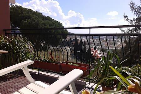 Appartamento luminoso, tranquillo con vista a mare - Genova - Huoneisto