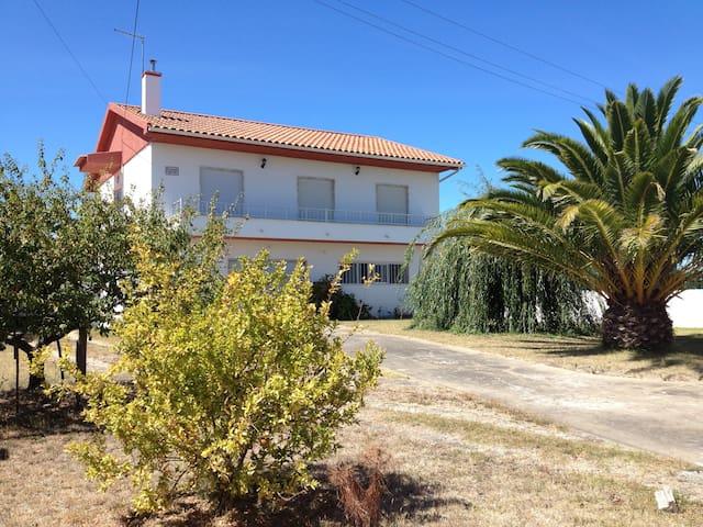 Country house near the beach - Caldas da Rainha - House