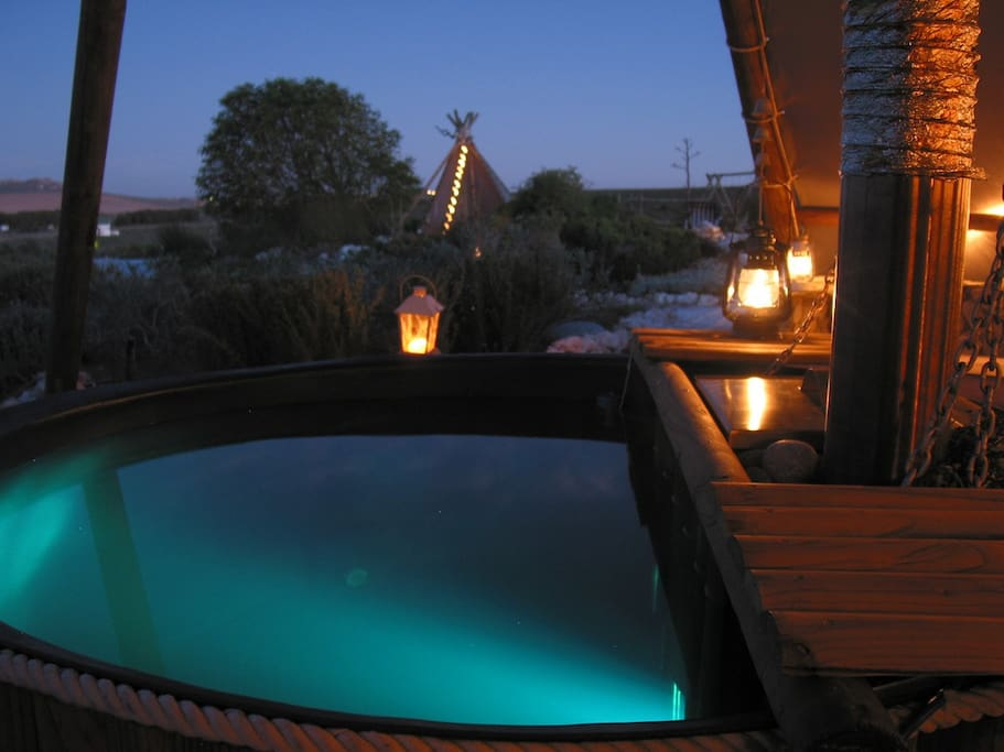 Outdoor wood-fired Hot Tub .. star gazing in a different way