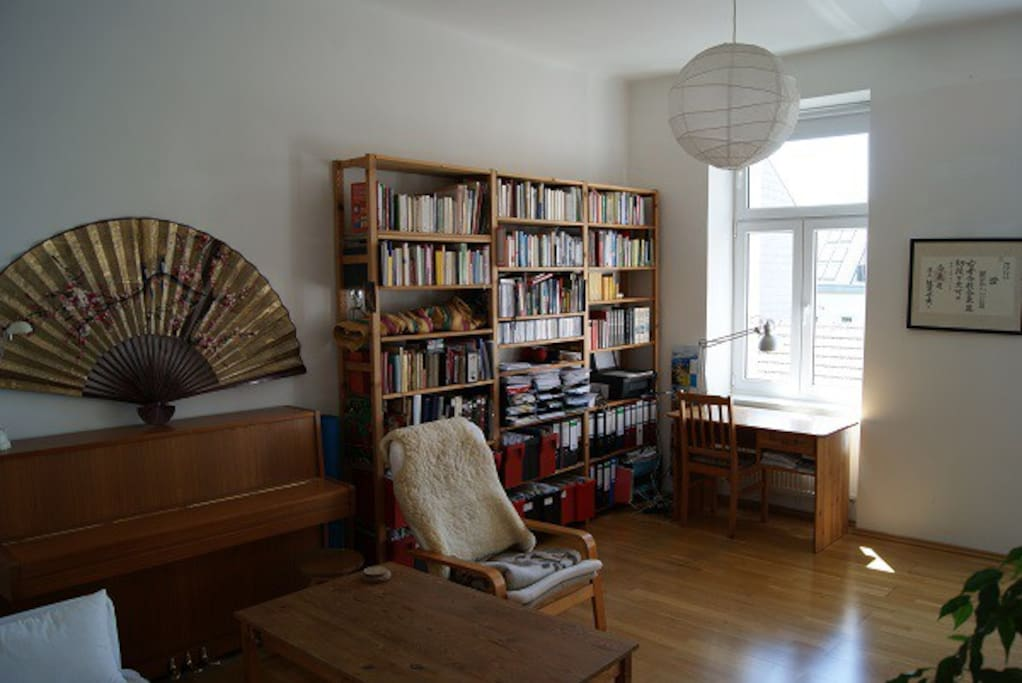 living room pic. 2 with piano (usable)