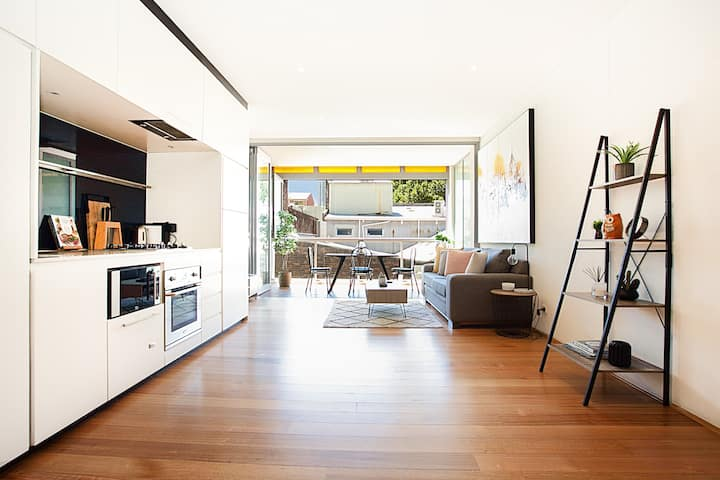 Bright and Modern 1 Bed in Darlinghurst