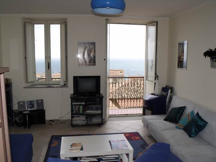 Beautiful 1 bed house with sea-view