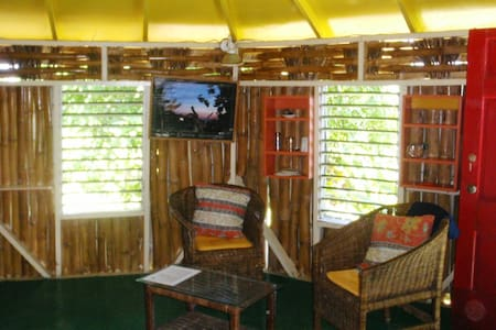 Peaceful Cool Vibes Cottage with King Bed & Bath - Robins Bay, St. Mary, Jamaica - Bed & Breakfast