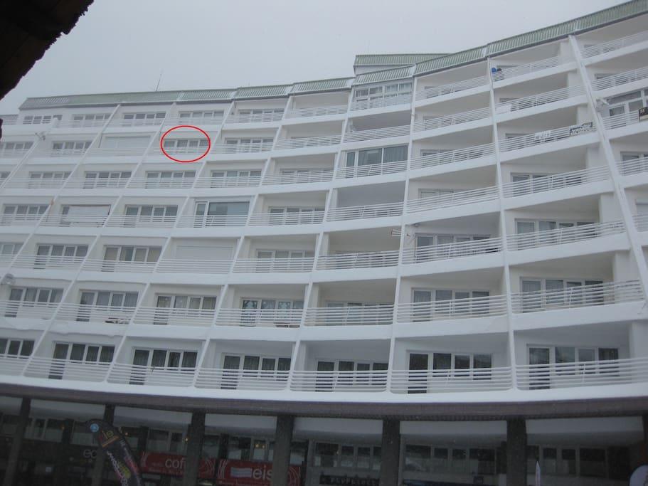 Vista del edificio y situacion.