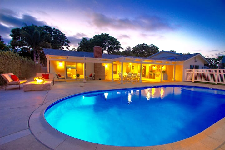 LUXURIOUS 4 BD/2 BA Pool Estate (Near Disneyland)