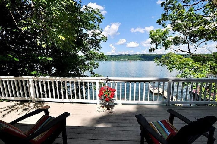 2 BR/2 Bath Ithaca Lake house Minutes from Town!