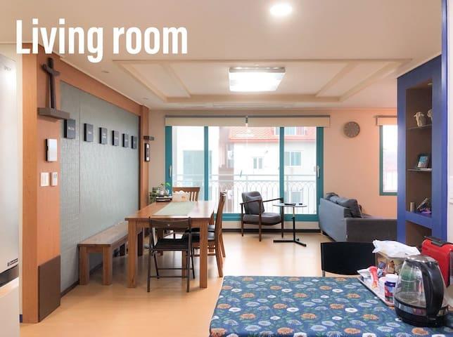 복층이 있어 더 넓고 자유로운 공간, 두드림하우스 (Do Dream House)