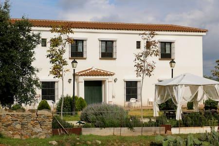 Casa rural Puerto Cabero - El Ronquillo - Hus