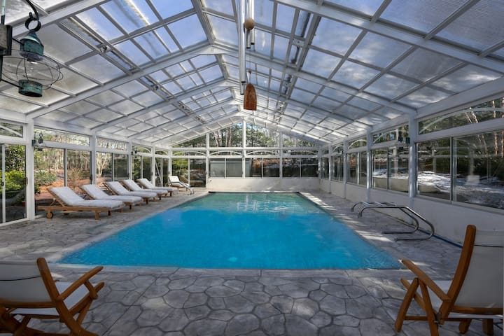 Tropical Paradise with year round indoor pool