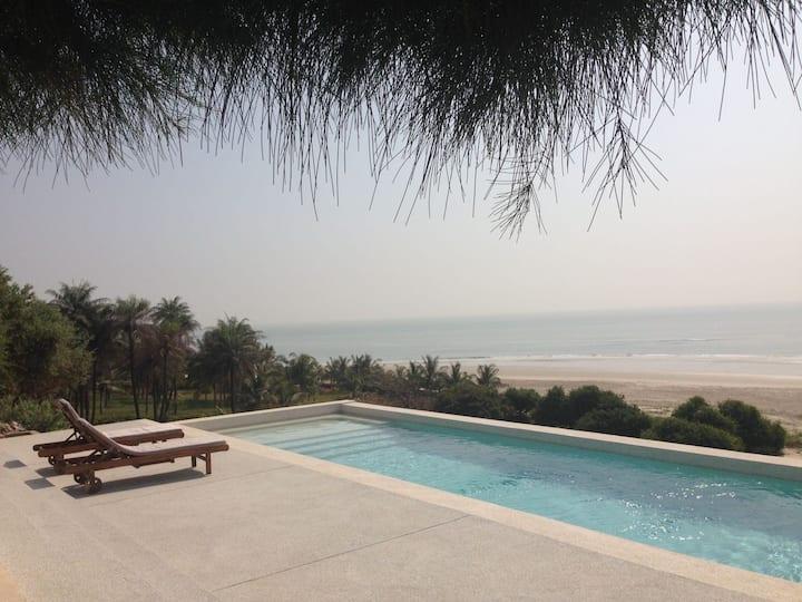 Belle villa écran géant sur l'océan piscine privée