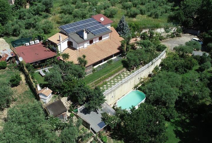 Villa bellissima immersa nel verde