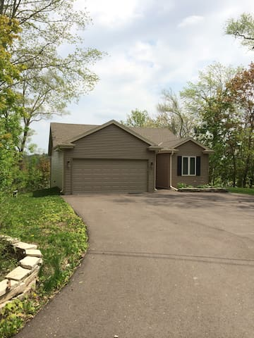 House on the Lake-New and Clean - Mukwonago - House