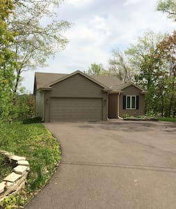 House on the Lake-New and Clean - Mukwonago