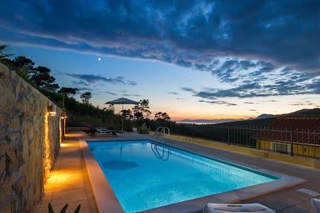 HIDDEN PARADISE - Villa by Split with heated pool - Žrnovnica