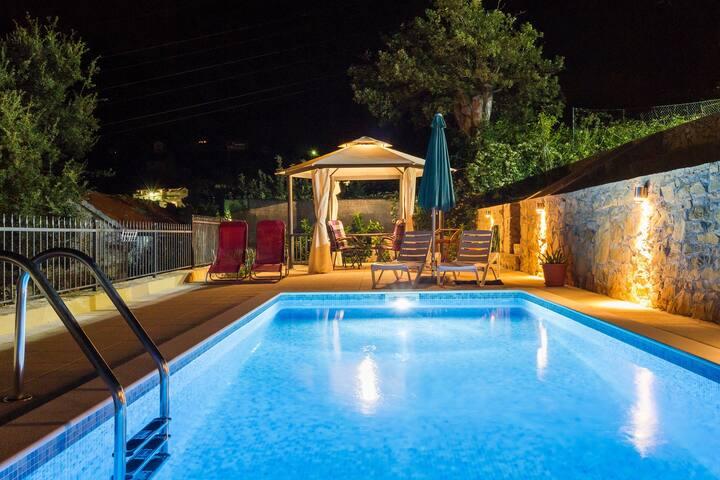 HIDDEN PARADISE - Villa by Split with heated pool