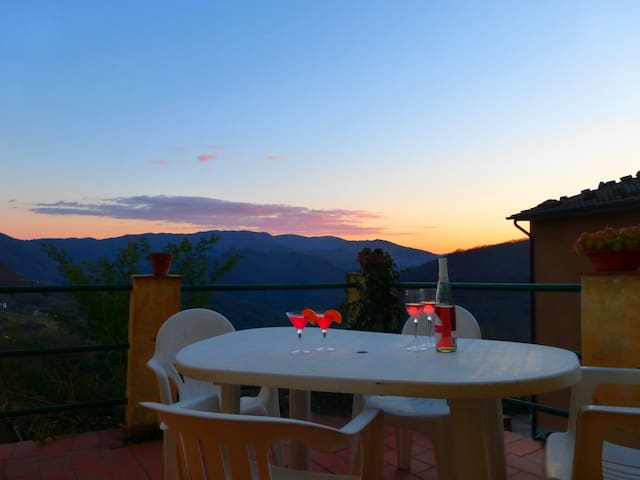 House With Panoramic Terrace - Bagni di Lucca - Hus