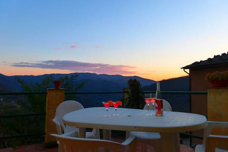 House With Panoramic Terrace - Bagni di Lucca - Rumah