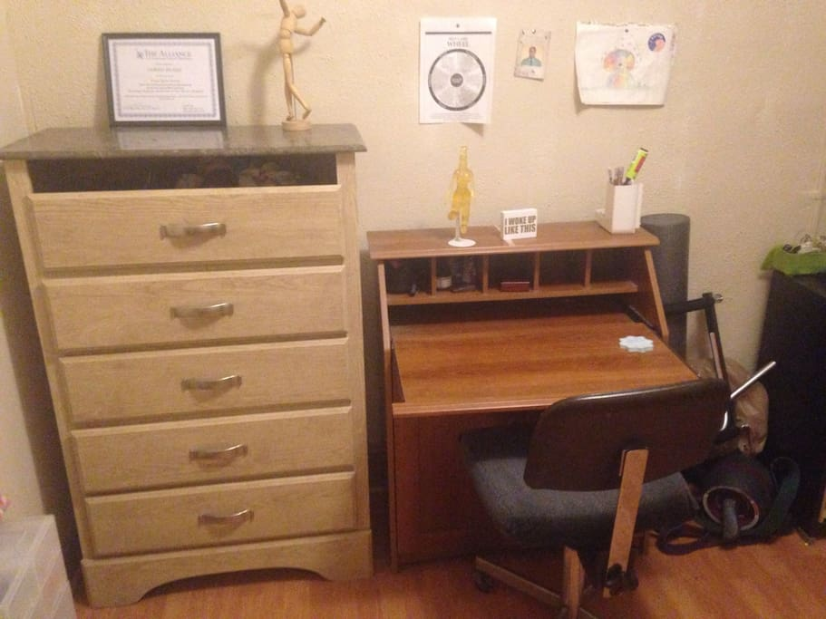 Here is the large dresser equipped with many drawers and the workstation equipped with a desk and chair.