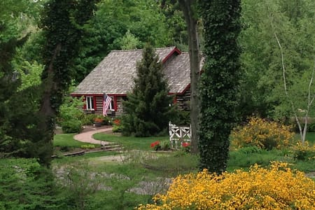 Charming Cabin-Private Beach & Golf - Benton Harbor - House