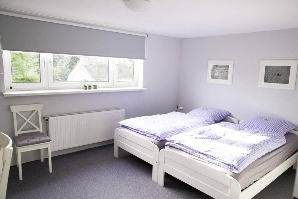 Sonnig, geräumiges Zimmer für 1 - 2 Personen.