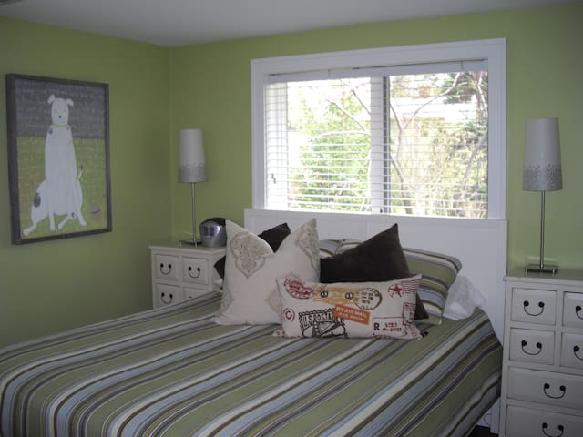 The master bedroom with queen bed.