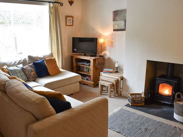 Cosy at Number 3 (UK10411)