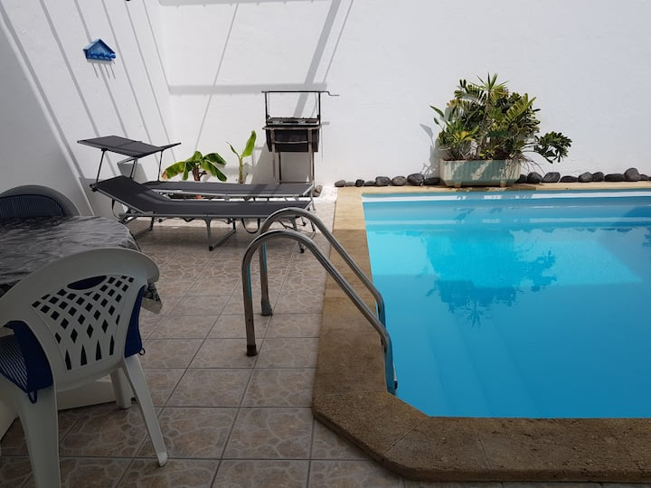 House whith pool, and wifi. 200m beach,