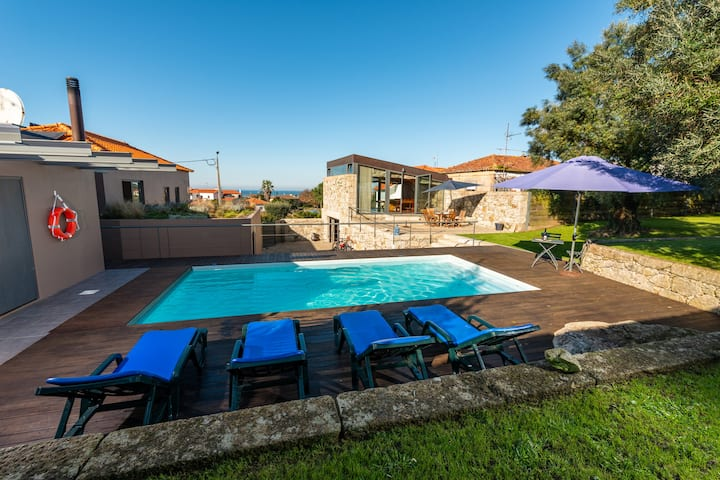 Casa com piscina, jardim e vistas mar em Afife