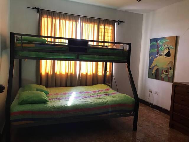 Habitación privada con todas las comodidades - Heredia - House