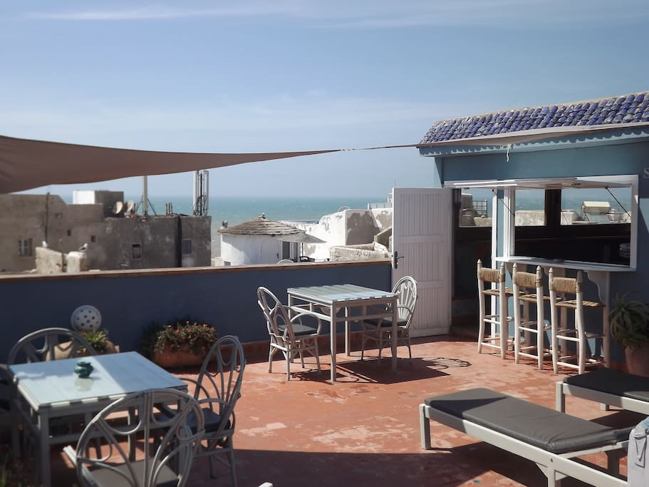 Terrace/Terrasse with sea view.