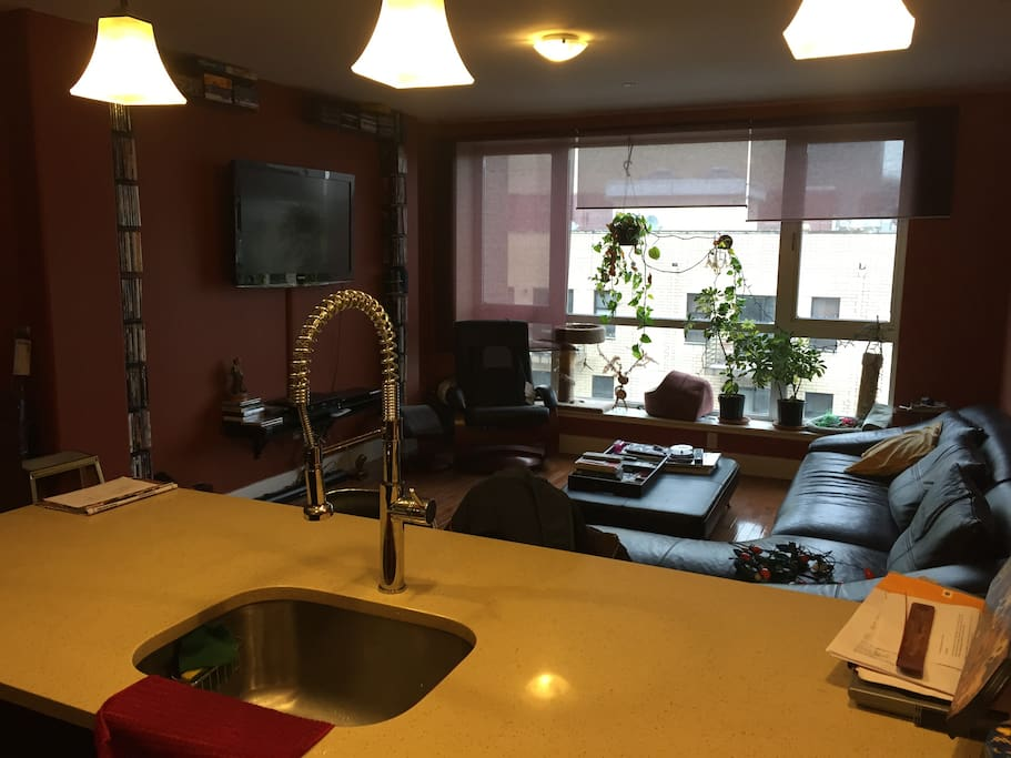 Modern furniture & appliances. Tv w/ cable, dvd/blue ray player