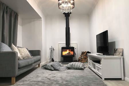 Pine Needle Cottage, Oberon (peaceful,cosy,intown)