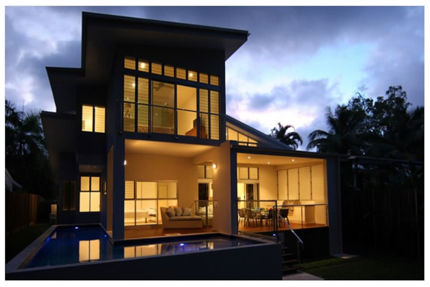 Bramston Beach House is a state-of-the-art beachfront home, complete with a wrap-around pool and a spacious floor plan perfect for relaxing and entertaining. Perfect for couples and families.