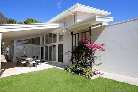 Large, modern cool beach house  - Caloundra - Ev
